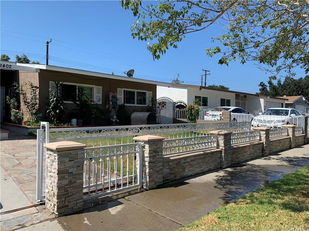 2402     Mark Street, Santa Ana CA 92703