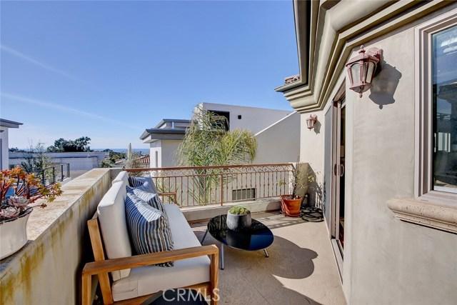 712 2nd Street B, Hermosa Beach, California 90254, 4 Bedrooms Bedrooms, ,3 BathroomsBathrooms,For Sale,2nd,SB20263075