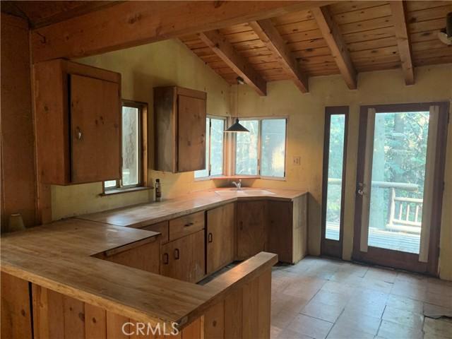 885 Quail Trail, Lake Arrowhead CA: https://media.crmls.org/medias/776f16cd-56bf-48d5-838b-d7f83038f0de.jpg