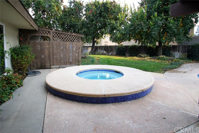 1047 W Sunnyside Av, Visalia, CA 93277 Photo 41