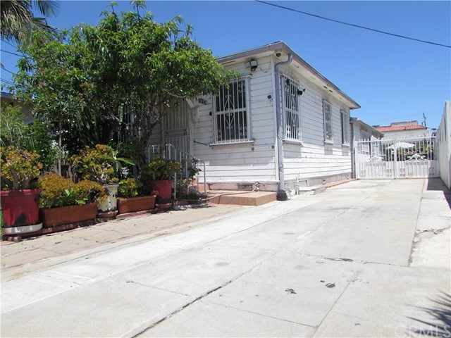 10938 Acacia Avenue, Inglewood, CA 90304