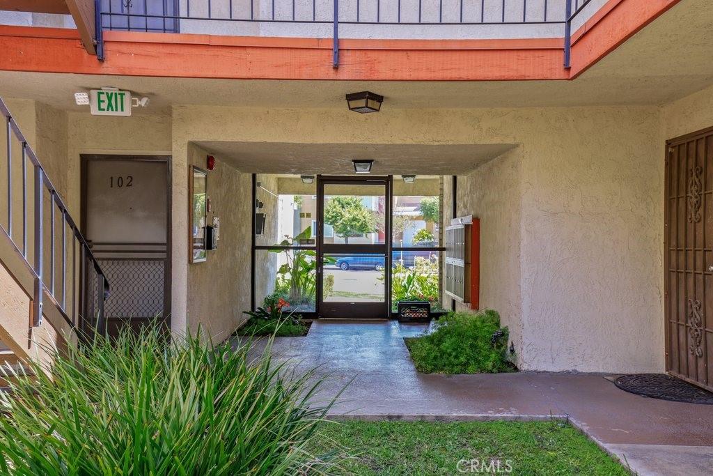 4591     Orange Avenue   307, Long Beach CA 90807