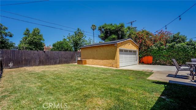 22. 10453 Mary Ave Los Angeles, CA 90002