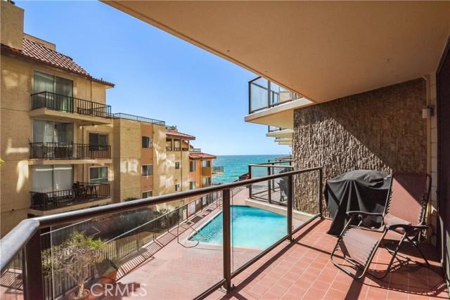 531 Esplanade 206, Redondo Beach, California 90277, 2 Bedrooms Bedrooms, ,1 BathroomBathrooms,For Sale,Esplanade,SB21049085
