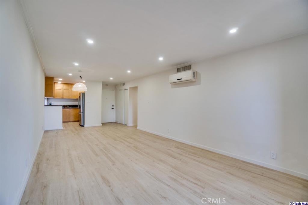 房产卖价 : $49.90万/¥343.00万