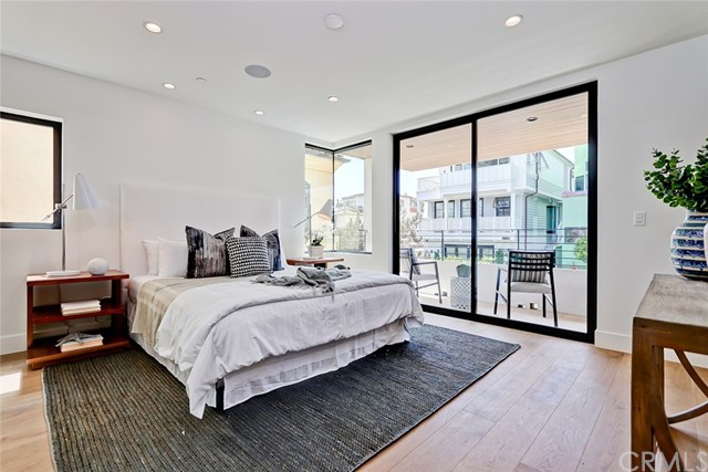 444 28th Street, Manhattan Beach, California 90266, 3 Bedrooms Bedrooms, ,3 BathroomsBathrooms,For Sale,28th,SB18165169