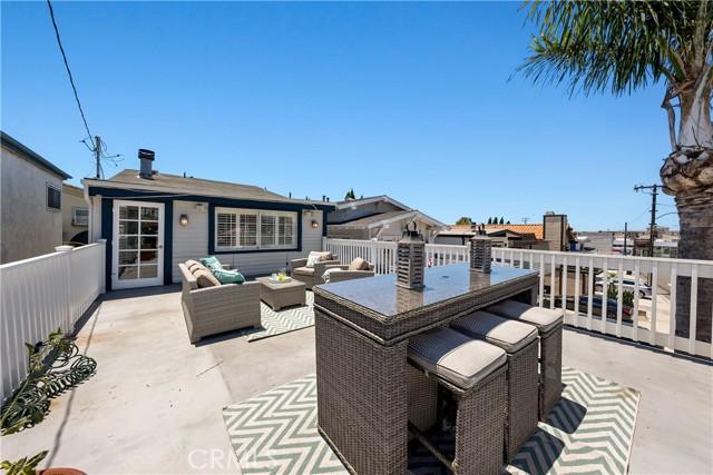 32. 906 3rd Street Hermosa Beach, CA 90254