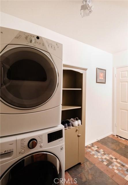 650 11th Street A, Hermosa Beach, California 90254, 3 Bedrooms Bedrooms, ,2 BathroomsBathrooms,For Sale,11th,SB21011737