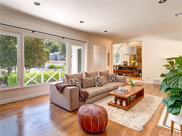 4049 Woodcliff Road, Sherman Oaks, CA 91403