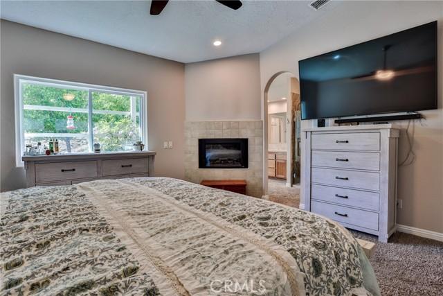8071 Anaconda Av, Oak Hills, CA 92344 Photo 32