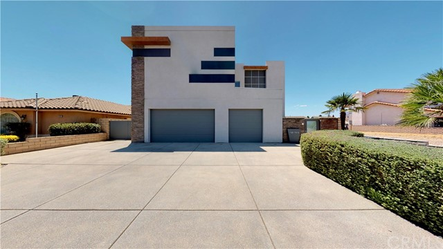18195 Lakeview Drive, Victorville, CA 92395