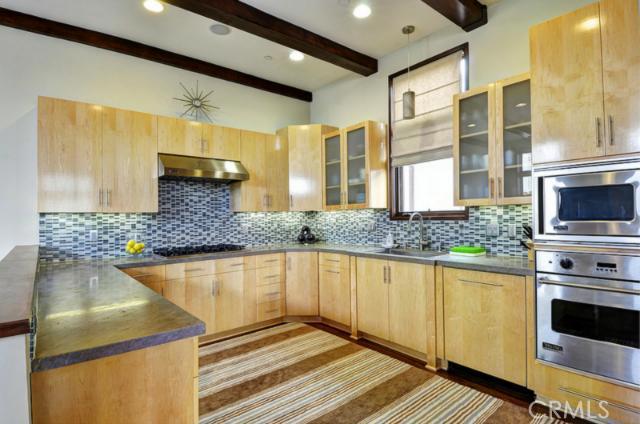 429 21st Street, Manhattan Beach, California 90266, 3 Bedrooms Bedrooms, ,3 BathroomsBathrooms,For Sale,21st,SB13113650
