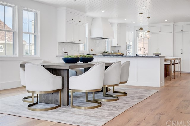 501 8th Street, Manhattan Beach, California 90266, 5 Bedrooms Bedrooms, ,2 BathroomsBathrooms,For Sale,8th,SB20129717