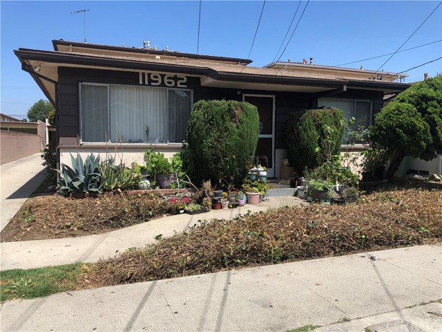 11962 Manor, Hawthorne, California 90250, ,Residential Income,For Sale,Manor,PV19141586
