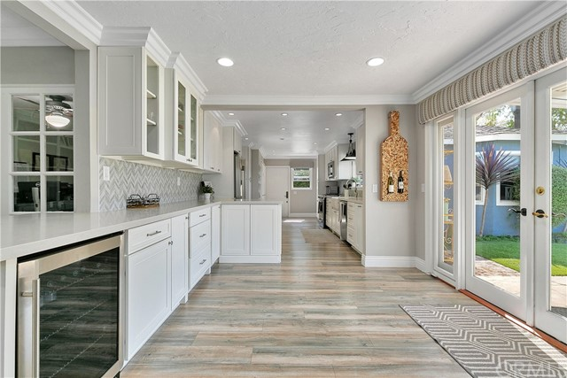 Wow! Look at this kitchen area!