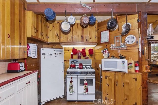 33785 Cedar Pines Ln, Green Valley Lake, CA 92341 Photo 11