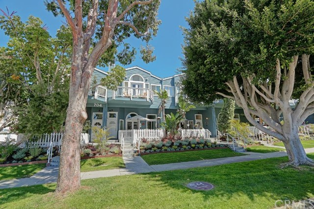 704 Broadway D, Redondo Beach, California 90277, 3 Bedrooms Bedrooms, ,3 BathroomsBathrooms,For Sale,Broadway,SB15133338