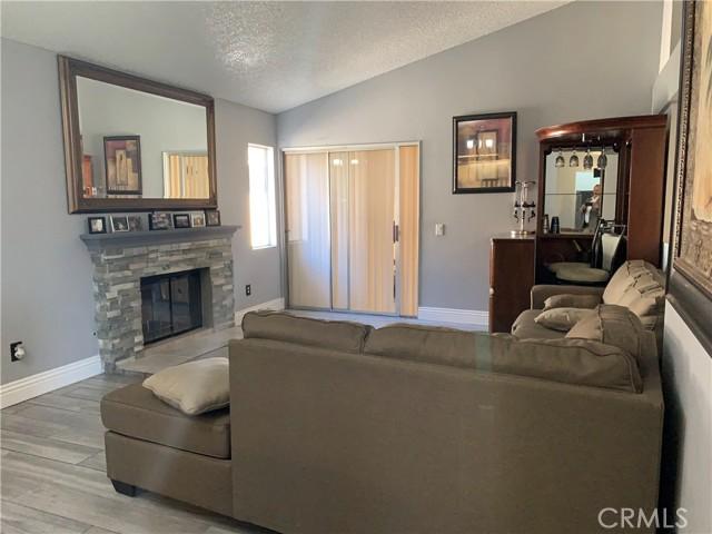 11473 Homewood Place, Fontana CA: https://media.crmls.org/medias/8036c19e-4796-4d3c-93bd-438428b836a7.jpg