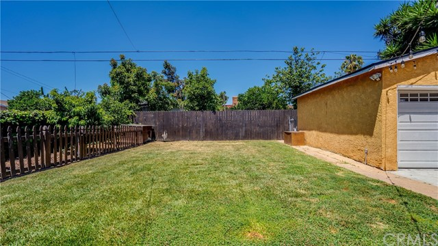 25. 10453 Mary Ave Los Angeles, CA 90002