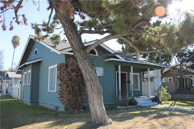 894 N Towne Avenue, Pomona, CA 91767