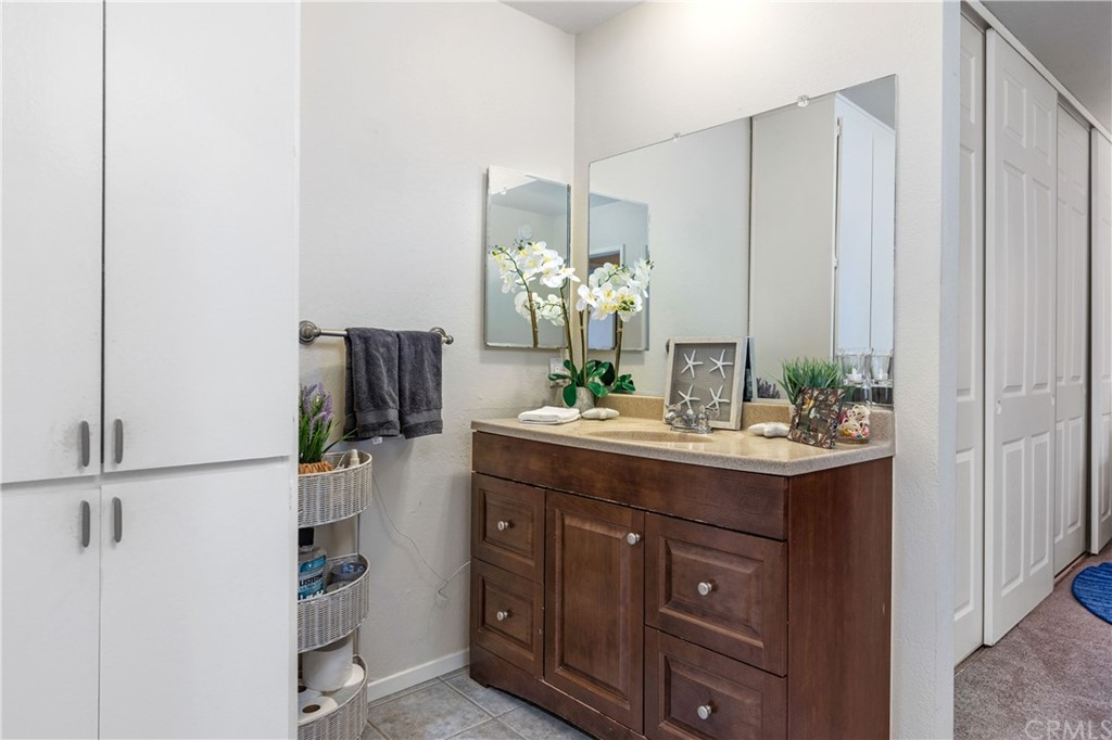 Primary suite vanity - nice to have separate shower/commode for getting ready at same time.