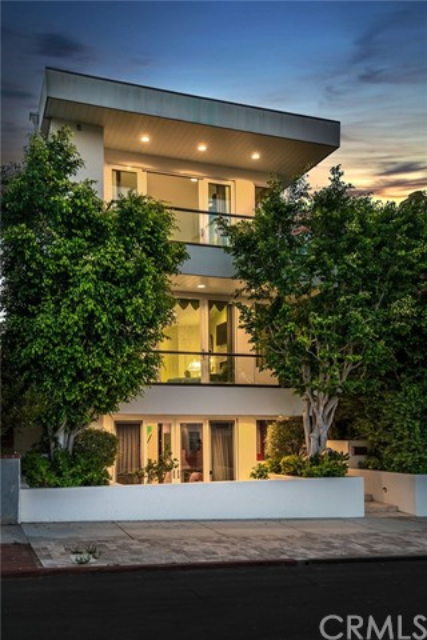 421 1st Street, Manhattan Beach, California 90266, 4 Bedrooms Bedrooms, ,5 BathroomsBathrooms,For Sale,1st,SB20197958