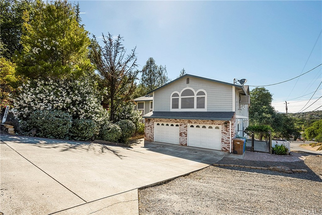 17319     Meadow View Drive, Hidden Valley Lake CA 95467