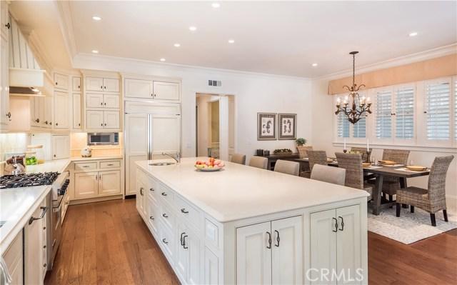 Wonderful Kitchen with Large Center Island