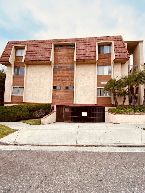 2101 21st Street, Signal Hill, California 90755, 2 Bedrooms Bedrooms, ,2 BathroomsBathrooms,Residential,For Sale,21st,SB20224147