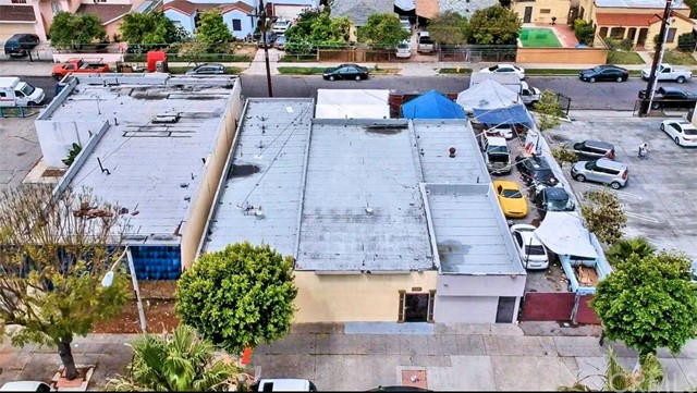 This Commerical property must be sold along with 605 S Long Beach Blvd, Compton 90221 APN# 6179-028-023 & 607 S. Long beach blvd, Compton 90221 APN # 6179-028-021. Price it for all 3 properties combined $899,800.
