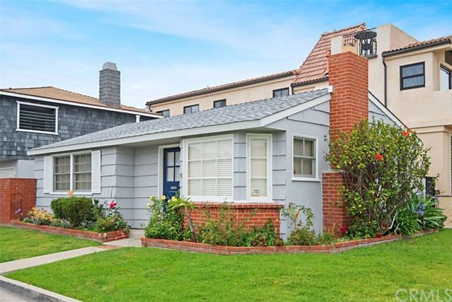 Quaint 2 bedroom 1 bath front unit in the heart of Corona del Mar Village.  This property has recently been updated with new floors, new paint and new blinds.  The property is over 70 years old and has that original charm.
