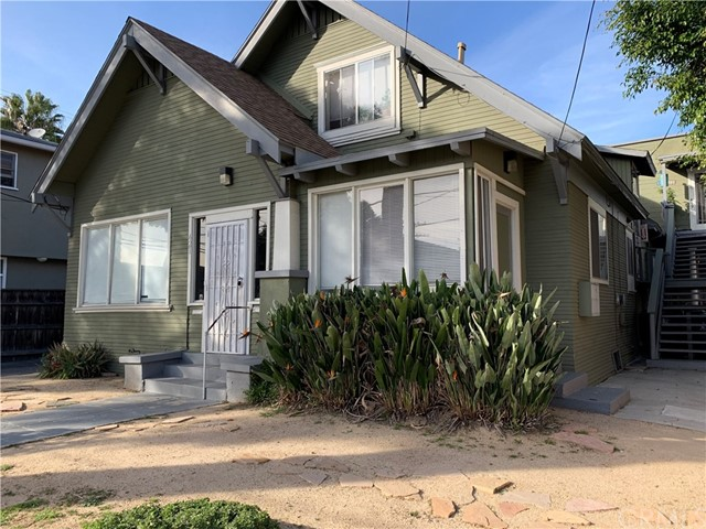Triplex + 2 non conforming units for a TOTAL OF 5 UNITS!