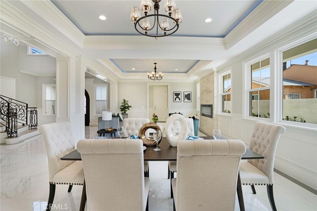 房产卖价 : $223.80万/¥1,540万