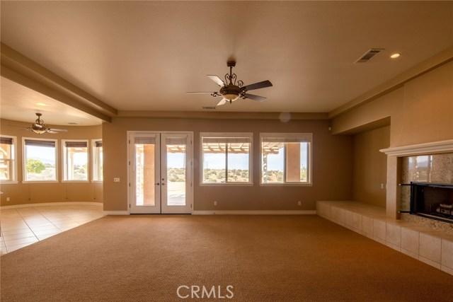 7560 Royal View Ln, Oak Hills, CA 92344 Photo 3