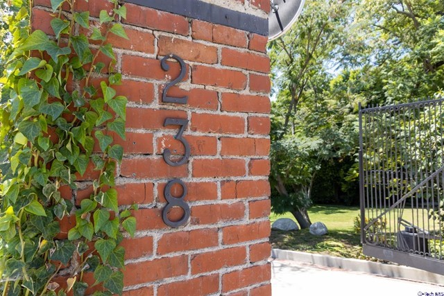 238 W kenneth Road, Glendale, CA 91202