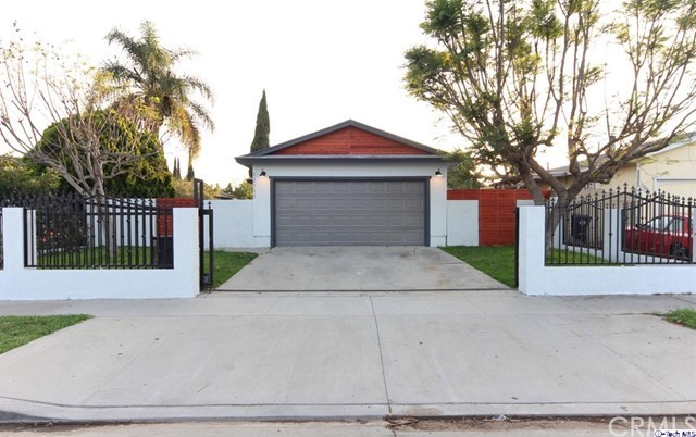 12111 S San Pedro Street, Los Angeles, CA 90061