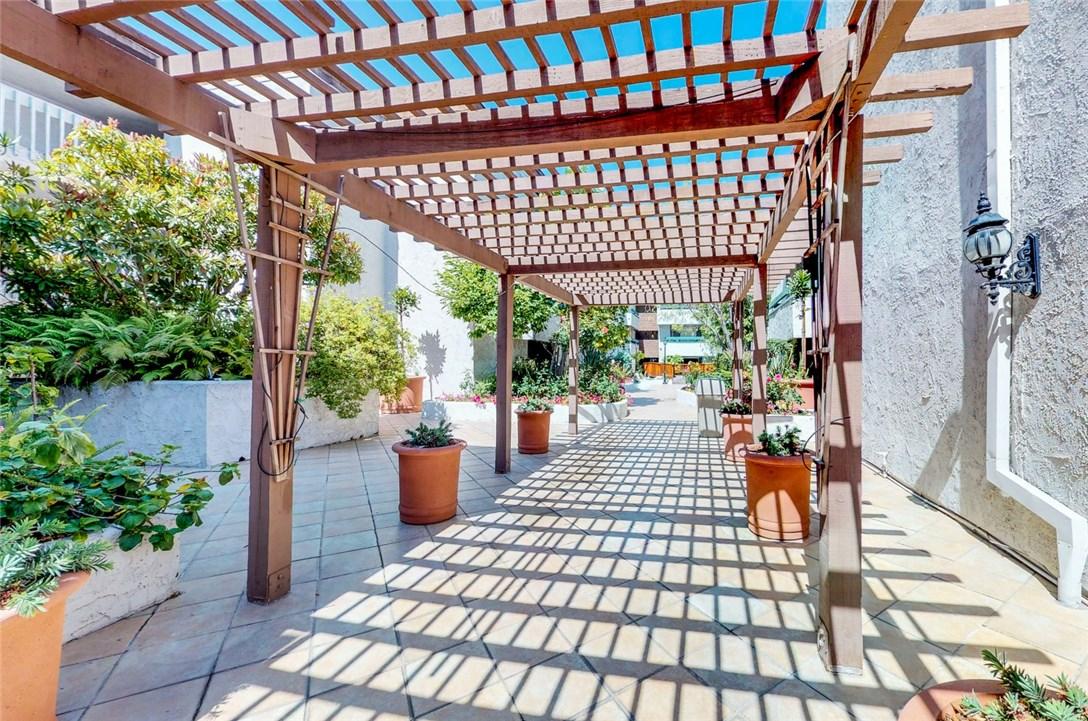 360 S Euclid Av, Pasadena, CA 91101 Photo 19