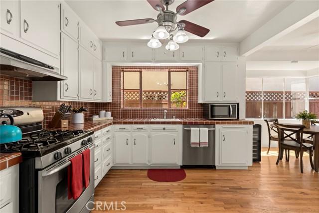 Bright, open kitchen...