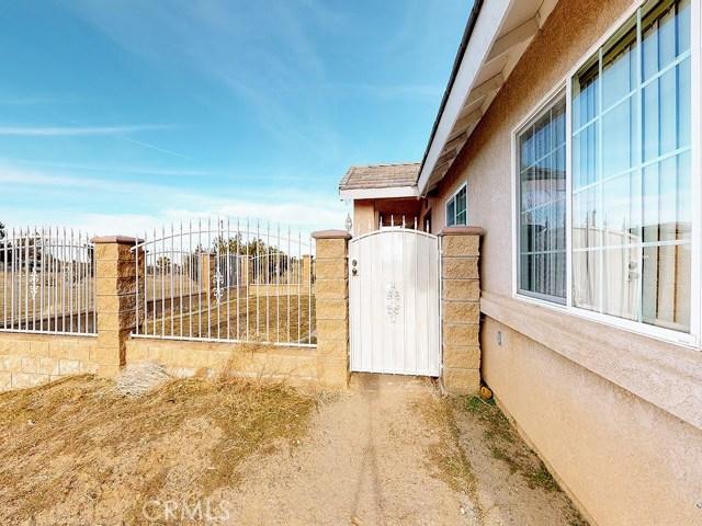 10625 Mesa St, Oak Hills, CA 92344 Photo 2