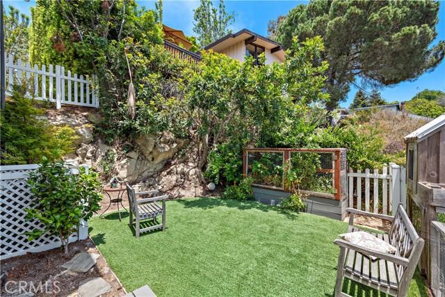 26. 2455 Temple Hills Drive Laguna Beach, CA 92651
