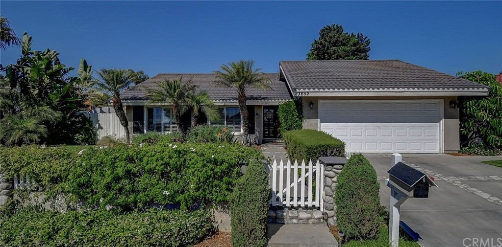 23652     Calle Hogar, Mission Viejo CA 92691