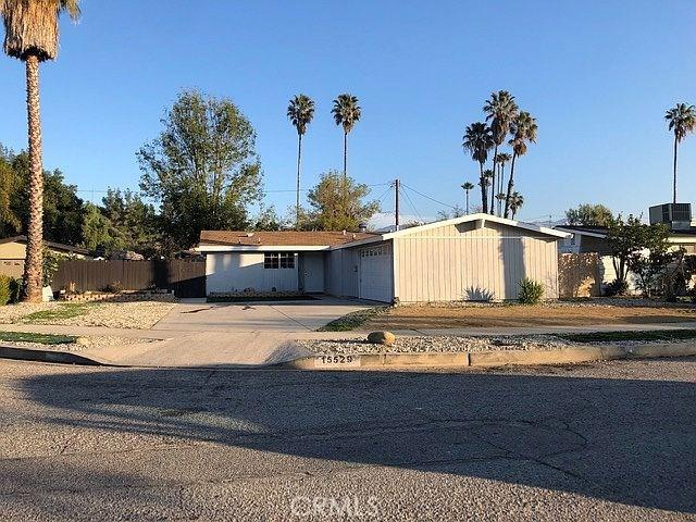 15529 Donmetz St, Mission Hills (San Fernando), CA 91345 Photo 2