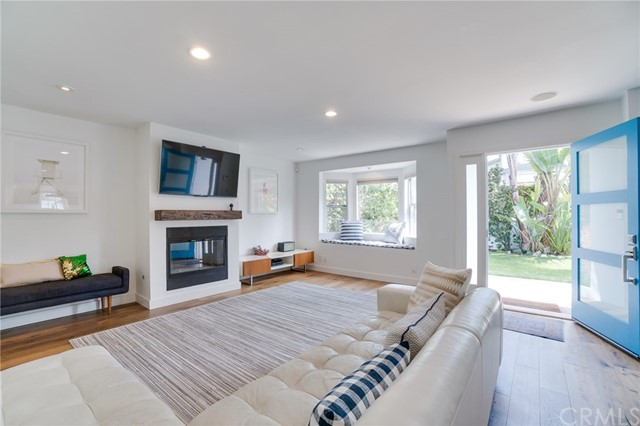 1747 2nd Street- Manhattan Beach- California 90266, 3 Bedrooms Bedrooms, ,1 BathroomBathrooms,For Sale,2nd,SB18120149