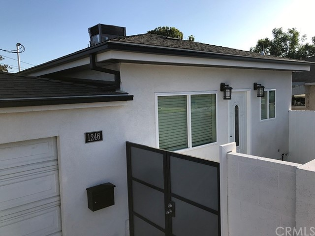 GREAT LOCATION IN BURBANK NEW BUILT GUESTHOUSE (500 SQFT) 1 BED 1 BATH CENTRAL AC/HEAT STAINLESS APPLIANCES WASHER DRYER IN UNIT QUARTZ COUNTER TOPS LOTS OF STREET PARKING AVAILABLE WATER, SEWER, TRASH INCLUDED ONE YEAR LEASE WILL CONSIDER ONE SMALL PET WITH ADDITIONAL DEPOSIT