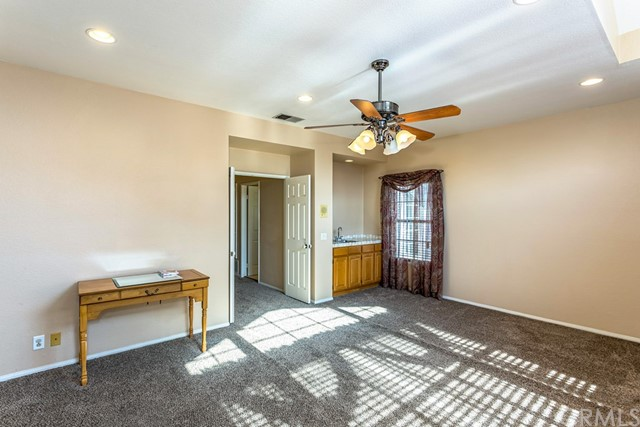 房产卖价 : $145.00万/¥998.00万