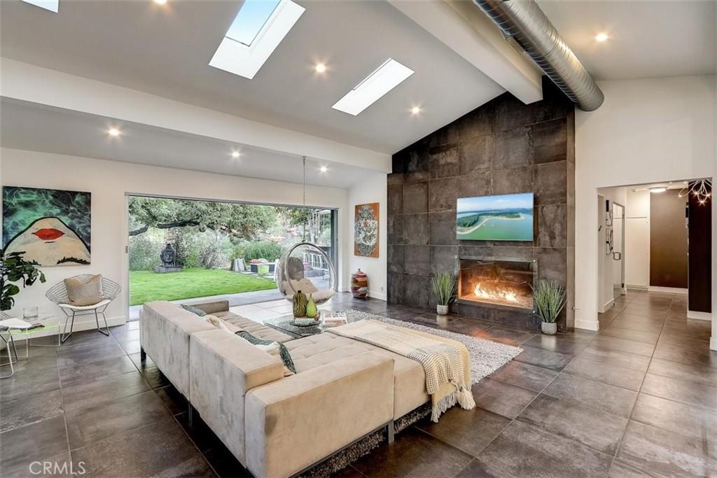 3804     Woodcliff Road, Sherman Oaks CA 91403