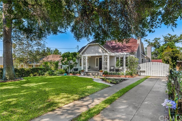 1133 N Holliston Avenue, Pasadena, CA 91104