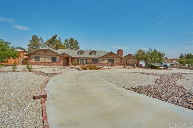 19989 Cronese Lane, Apple Valley, CA 92308