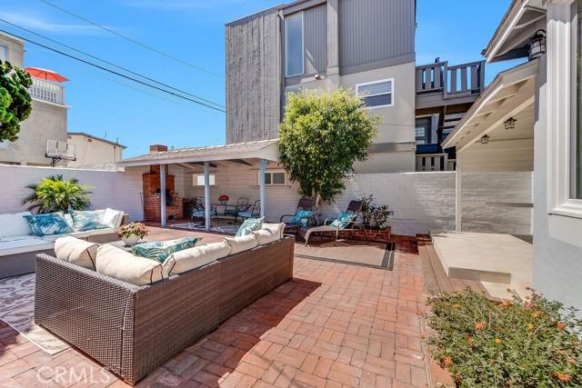 412 Marine Avenue, Manhattan Beach, California 90266, 3 Bedrooms Bedrooms, ,For Sale,Marine,SB21057132