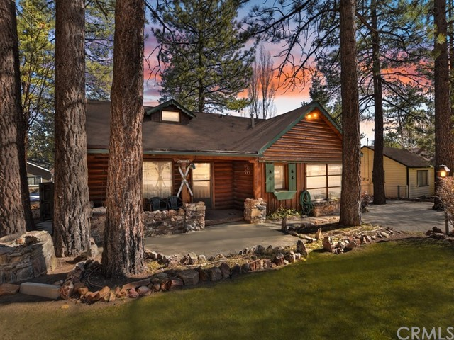 39954 Lakeview Drive, Big Bear, California 92315, 4 Bedrooms Bedrooms, ,Residential,For Sale,Lakeview,EV21045970